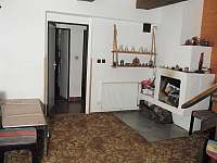 hala s vnitřním krbem - chalupa k pronajmutí Černý Důl - Čistá v Krkonoších