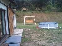 Venkovní bazén u chalupy - ubytování Rudník