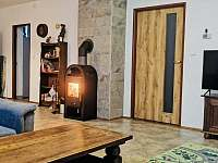 obývací pokoj - chalupa k pronájmu Černý Důl