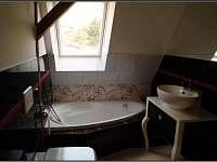 Koupelna - vana - chalupa k pronájmu Žacléř