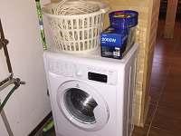 pračka, kdyby bylo potřeba je k dispozici rovněž