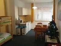 Apartmán č.2 kuchyňský kout s posezením