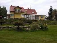 Apartmány Vlasta Pernink zahrada s jezirkem