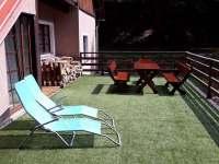 nové posezení na terase - chata k pronájmu Úbočí - Místo