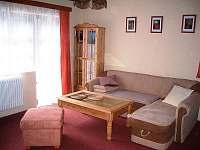 obývací pokoj s výstupem na teresu - chata k pronajmutí Úbočí - Místo