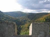 výhled z hradu Hasištejn na údolí Prunéřovského potoka