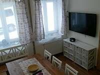 Jídelní kout s TV - apartmán ubytování Jáchymov