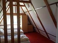 Ložnice v chatce - ubytování Nejdek - Bernov