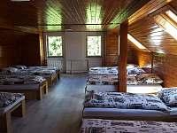 Společná ložnice v hlavní budově - chatky k pronájmu Nejdek - Bernov