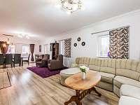 Obývací pokoj a jídelna - Tisová u Nejdku