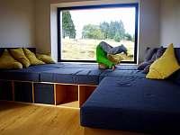Oddělený prostor s gaučem - chata ubytování Moldava v Krušných horách