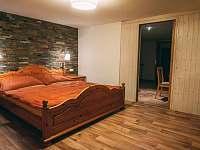 Ložnice v apartmánu - chalupa k pronajmutí Boží Dar