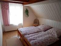 Třílůžkový pokoj v 1. patře - pronájem chalupy Horní Halže