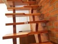 Schodiště do podkrovní ložnice - chata k pronájmu Pernink