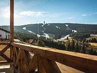 Balkon s výhledem na Krušné hory - apartmán ubytování Loučná pod Klínovcem
