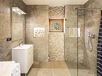 Koupelna se sprchovým koutem - apartmán k pronajmutí Loučná pod Klínovcem