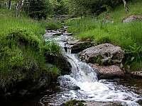 blízký potok s malými vodopády - Svahová