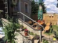 letní posezení - apartmán k pronajmutí Svahová