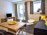 Apartmán AB C306 - obývací pokoj s balkonem - k pronájmu Loučná pod Klínovcem