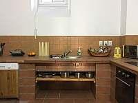 Hlavní kuchyně - pronájem vily Perštejn - Vykmanov