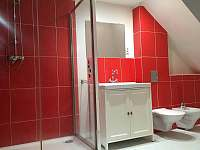 Samostatný apartmán ve 2. patře, koupelna s vířivou vanou - Perštejn - Vykmanov