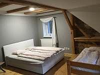 Samostatný apartmán ve 2. patře, pokoj 6 - Perštejn - Vykmanov