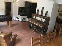 Společenský místnost - vila ubytování Perštejn - Vykmanov