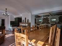 Společenský místnost - vila k pronájmu Perštejn - Vykmanov
