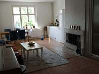 Obývací pokoj s kuchyňským koutem - Karlovy Vary - Kolová