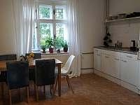 Obývací pokoj s kuchyňským koutem - apartmán k pronájmu Karlovy Vary - Kolová