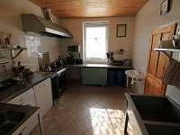 Kuchyně v přízemí - chata k pronajmutí Hřebečná