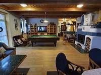 Obývací pokoj - chata k pronájmu Hřebečná