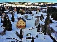Pohled od jihu v zimě - chata k pronajmutí Hřebečná