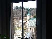 Výhled z okna na Jáchymov - apartmán ubytování Jáchymov