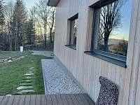 Krásné výhledy si užijete z oken i z terasy - chalupa k pronájmu Jáchymov - Mariánská
