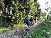 Rovnou od chalupy vede cyklotrasa - pronájem Jáchymov - Mariánská