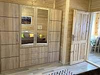 Chata Naďa na Velkém Rybníku - úložná skříň v ložnici - Hroznětín - Velký Rybník