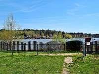 Chata Naďa na Velkém Rybníku - výhled od chaty na rybník - k pronajmutí Hroznětín - Velký Rybník
