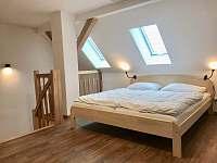 Ložnice manželská postel - apartmán ubytování Boží Dar