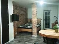 Pohled do obývací části - II. apartmán - k pronájmu Horní Blatná