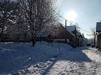 Zimní pohled v ulici Tovární - pronájem apartmánu Horní Blatná