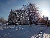 Zimní pohled v ulici Tovární - apartmán k pronájmu Horní Blatná