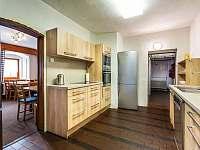 Vybavená kuchyně, včetně pípy - pronájem chaty Boží Dar