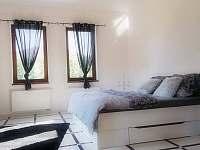 4.ložnice v přízemí - vila k pronájmu Nová Role - Mezirolí
