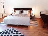 5.ložnice s dvoulůžkem + 2xsamostatná postel - Nová Role - Mezirolí