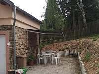 Venkovní posezení - chalupa ubytování Vejprty
