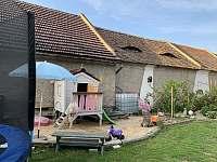 dětský domek, trampolína, pískoviště - chalupa k pronájmu Hošnice