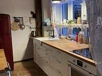 kuchyňská linka - chalupa k pronájmu Hošnice