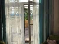 soukromá terasa z obývací místnosti - Hošnice