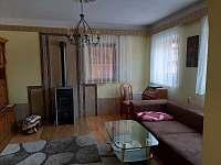 Obývací pokoj 1 - chalupa k pronajmutí Kovařská